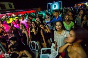 people dancing at Concert of Charanga Habanera in Don Cangrejo club in Miramar © Cuba Absolutely, 2014